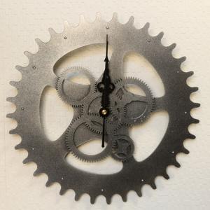 仕掛けが剥き出し風の時計