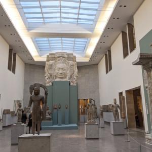 ギメ東洋美術館(フランス・パリ)仏像や陶器、日本美術もあります。