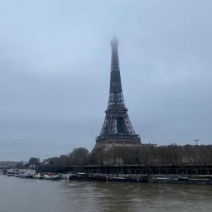エッフェル塔とセーヌ川の増水の様子 2月1日