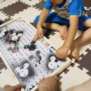 お客様の施工事例集更新!(有孔ボードで木のおもちゃ作り/カラー有孔ボード 5φ-25P)