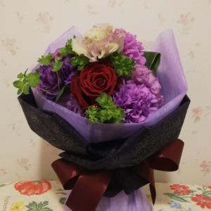 青いカーネーションと薔薇の花束♥️