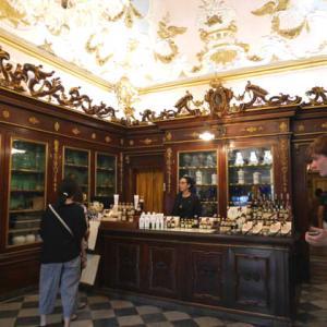 世界最古の薬局に行く
