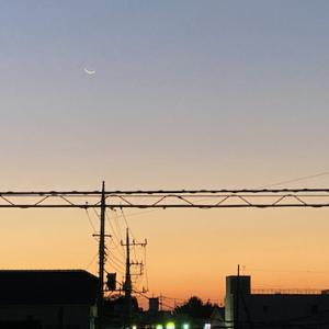 そろそろ6時、空が明るくなってきた♫