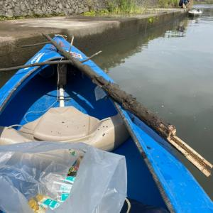 カヌーでゴミ拾い。市内の不法投棄に使用済み注射器…