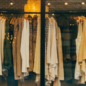 業績悪化ブランドと秋の服♡