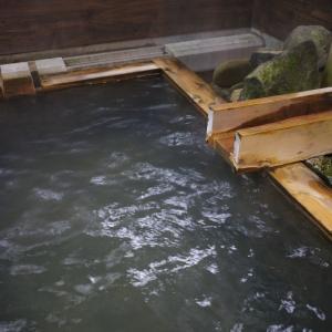 伏楽の館の温泉掛け流し★お湯が最高でした!部屋付き露天風呂はこんな感じ~(#^^#)