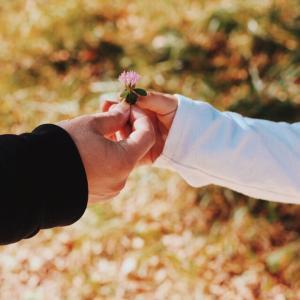 生きづらい人の本当の悩みは、「愛されたい」ではなく「愛したい」