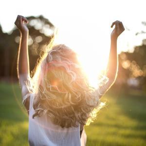 勇気を持ってアダルトチルドレンの生きづらさ、恋愛依存を克服していく。