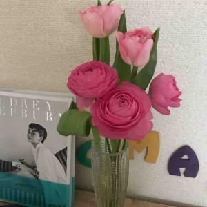 ピンクのお花とフランス家庭料理