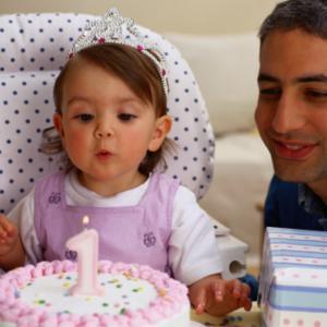 1歳の誕生日にオススメのオシャレな飾り付けや、お祝いの仕方