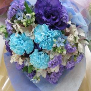 丈の短いブーケ風の花束
