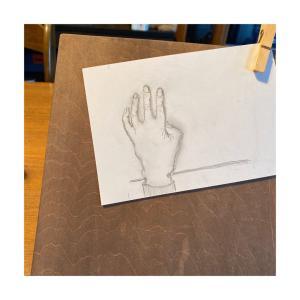 手のリハビリ・・テーブルに手を置く練習をしよう。