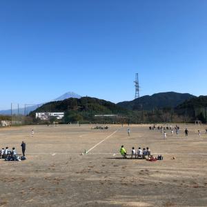小学生サッカー ディフェンスを誘うプレー