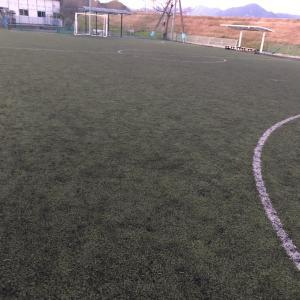 小学生サッカー ディフェンスは詰めるorディレイ?