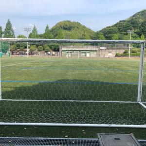 小学生サッカー 軸足を抜くキックを習得する