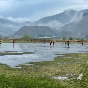 小学生サッカーと雨