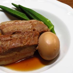 『夏バテ防止にはビタミンB1が豊富な豚肉を』という免罪符をもらった、みかん亭の豚バラの角煮。