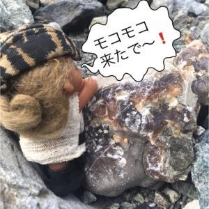 山の中の川にてモコモコ方解石/霰石を探す:長野県鹿塩(鉱物採集第260回)。