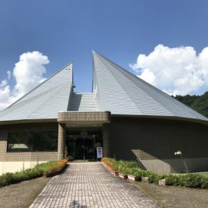 夏の日陰とは本来こういうものではないか〜長瀧白山神社。