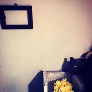 枝ものでプラスα〜早春に咲く香たかき半透明の黄花:蝋梅(枝ものpt.3)。