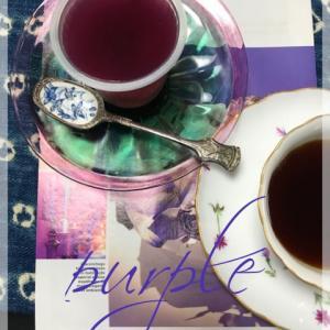季節にふさわしい「紫」配色の演出