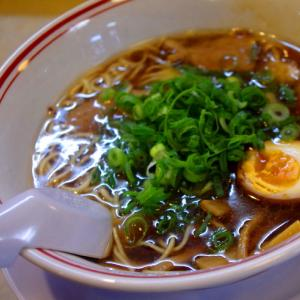 醤油拉麺@ニンニク〔駅に佇つ人〕