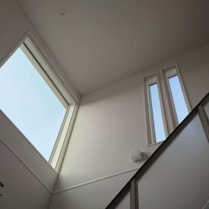 吹き抜けの大きな窓の年末大掃除方法はこれ!