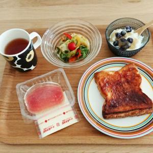 【昼食】食パン(穂の極)+生ハム+チーズ+サラダ+ヨーグルト♪