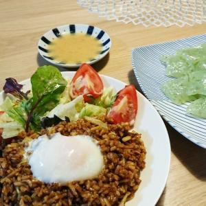 【晩ご飯】神戸名物☆そば飯+サラダ+こんにゃく+温泉卵♪