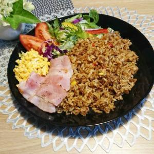 【晩ご飯】ワンプレート★ジャンバラヤ+ベーコン+たまご+サラダ♪