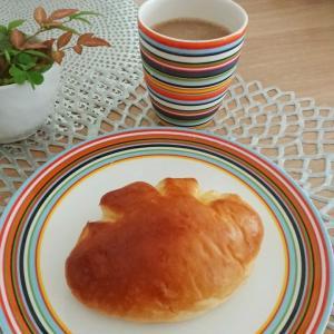 【菓子パン】クリームパンとソイラテ♪