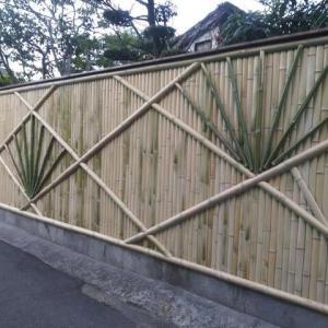 なかの邸の竹垣