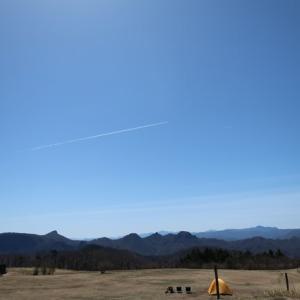 内山牧場の蒼空に曳かれた「ひこうき雲」はまるで澪のように ~今季初のツンデレ内山牧場⑦~