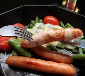 直火で炙る豚カシラ肉と八角形スキレットのラクレットチーズとろ~り手抜き簡単料理 ~内山牧場レインキャンプ8~