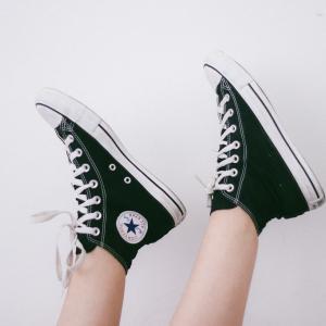 100均の伸びる靴紐って足に負担がかかるの?