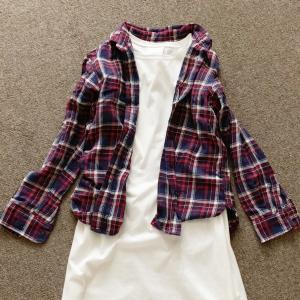 【少ない服で着回す】夏のワンピースを秋まで着る。
