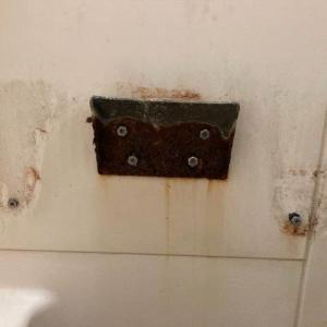 アパ-トの3点ユニットの洗面器が落ちた