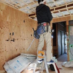 高性能断熱材を天井一面に入れ込みました