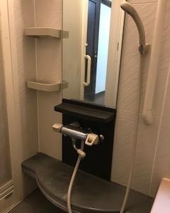 吐水口の短いシャワ-バス水栓の取替です