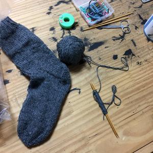 地味にゆるっと靴下編み(4)なにごともなく編み進む