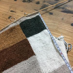秋色のベストを編む(12)そろそろ襟ぐり