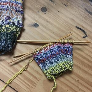 古い靴下をほどいて、また靴下を編む(3)予測できない楽しさ