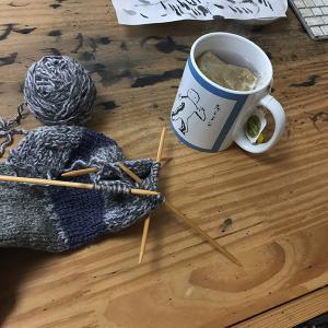 ハーブティーと古い毛糸