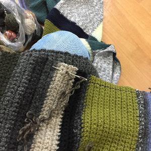 手編みのブランケットを小さくする(2)切り口を編んで
