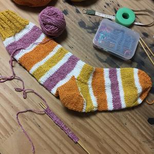 靴下編みは止まらない ポップなしましま(2)