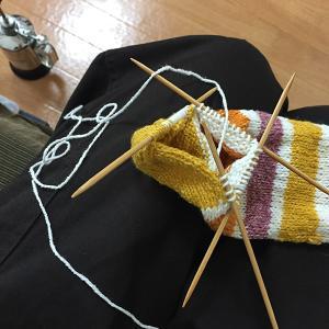 靴下編みは止まらない ポップなしましま(4)無事に完成