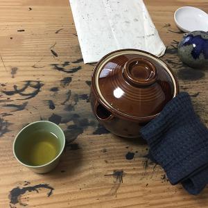 行平でどくだみ茶を煎じる