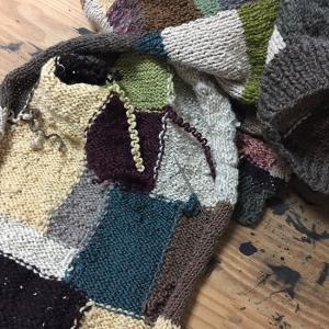 夏に向かうこの季節にウールのカーディガンを編むのか(27)袖を接ぎ合わせる