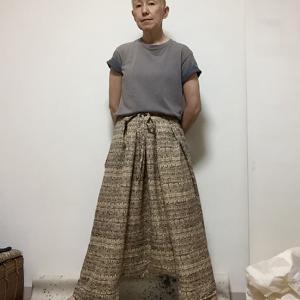 着物地の袴パンツと年季物のTシャツ
