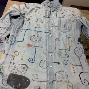 墨絵シャツを刺繍で埋め尽くす(8)前はこんな感じ